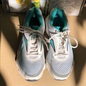 Reebok Runtone sneakers 👟8.5